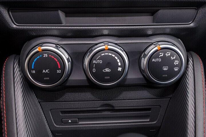 Nội thất Mazda 2 Sedan 1.5L - Hình 3