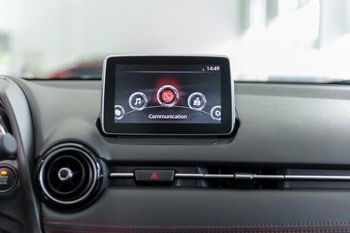 Nội thất Mazda 2 Sedan 1.5L - Hình 7