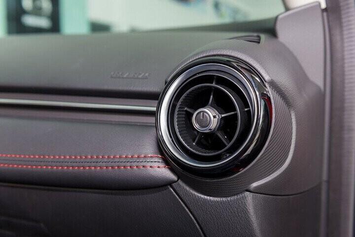 Nội thất Mazda 2 Sedan 1.5L - Hình 8