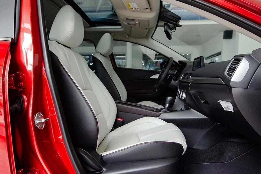 Hàng ghế lái Mazda 3 Sedan 2.0L