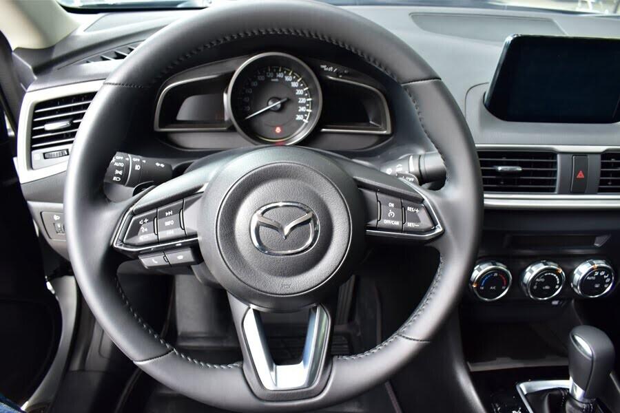 Vô lăng tích hợp hệ thống kiểm soát tốc độ tự động