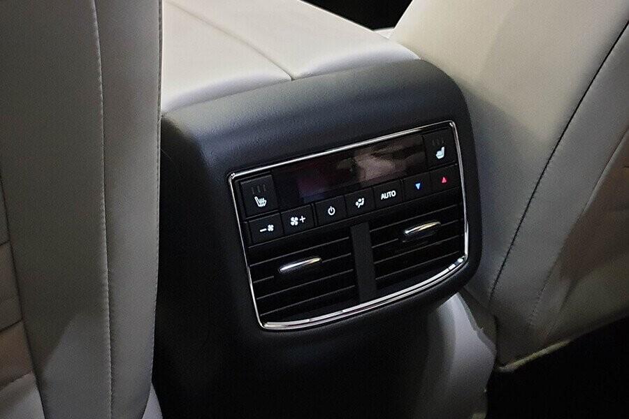 Hệ thống điều hòa tự động hàng ghế sau