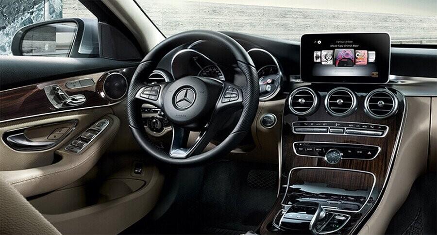 noi-that-mercedes-benz-c300-amg-01.jpg