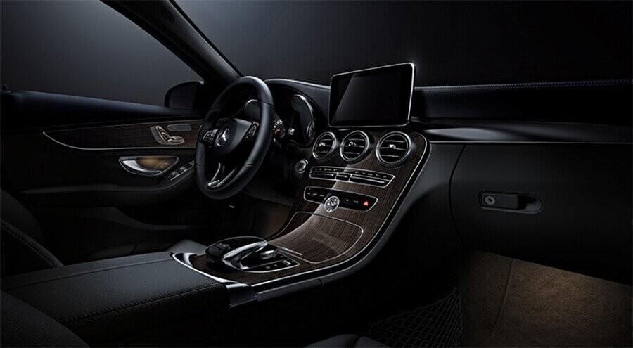 noi-that-mercedes-benz-c300-amg-05.jpg