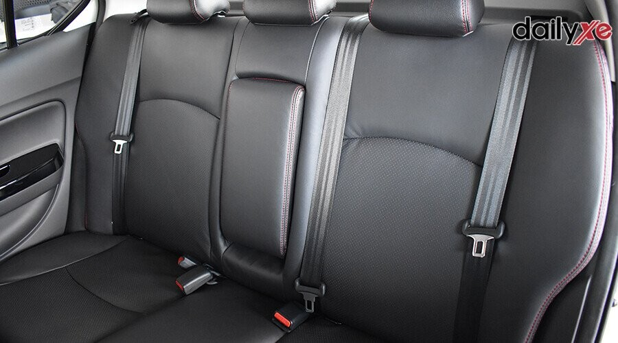 Hàng ghế sau rộng rãi