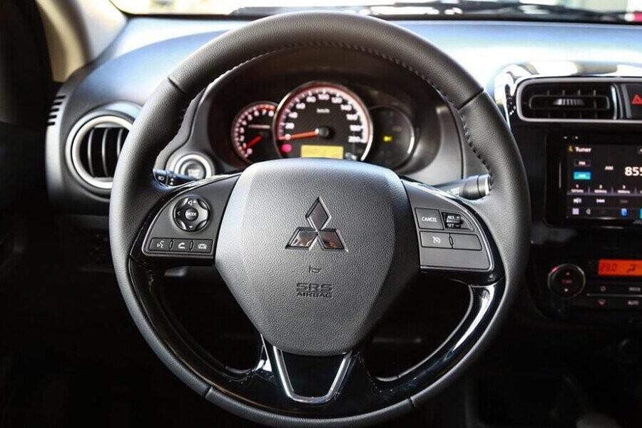 Vô lăng xe tích hợp nút điều chỉnh âm thanh