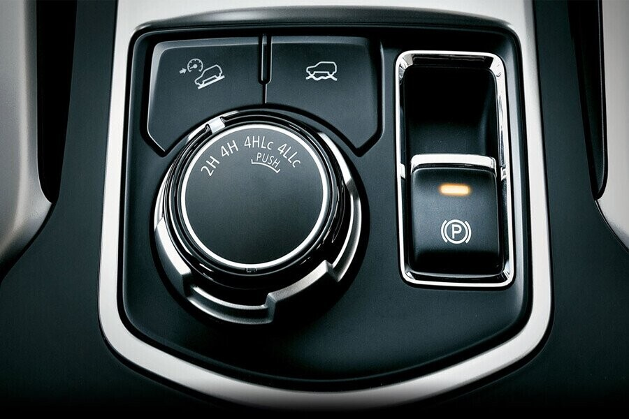 Nội thất Mitsubishi Mitsubishi Pajero Sport Diesel 4x2 AT - Hình 8