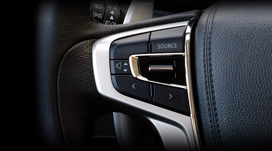 Nút điều khiển âm thanh trên vô lăng Mitsubishi Triton 4x2 MT