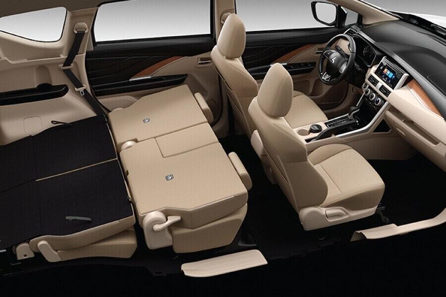 2 hàng ghế sau của Xpander có khả năng gập phẳng xuống sàn