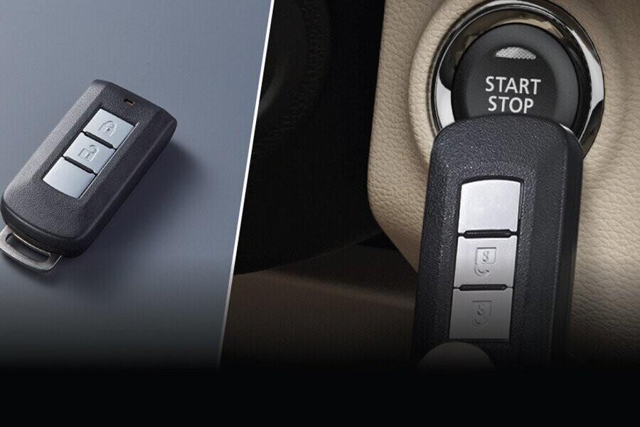 Hệ thống chìa khóa thông minh và khởi động nút bấm thao tác khóa/mở khóa cửa