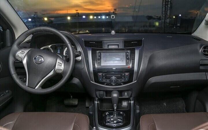 Nội thất xe Nissan Terra tiện nghi rộng rãi