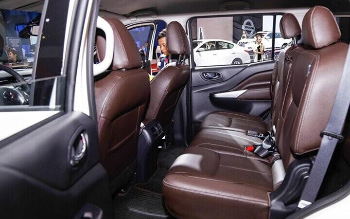 Nissan sử dụng tone nâu socola cho ghế cho cảm giác sạch sẽ hơn