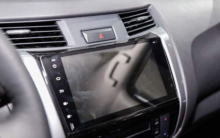 Bảng điều khiển trung tâm dùng màn hình cảm ứng 7 inch hiện đại