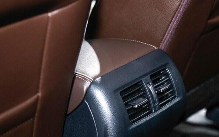 Cửa gió điều hòa dành cho hàng ghế thứ 2, thứ 3