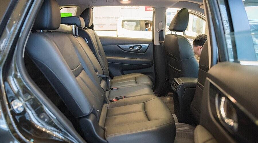 Hàng ghế sau X-Trail rộng rãi tạo cảm giác thoải mái hàng khách