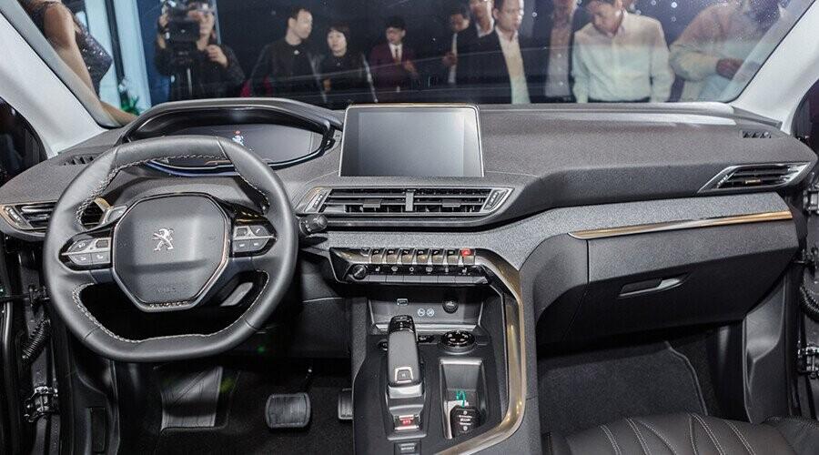 Không gian nội thất Peugeot 5008 thiết kế sang trọng