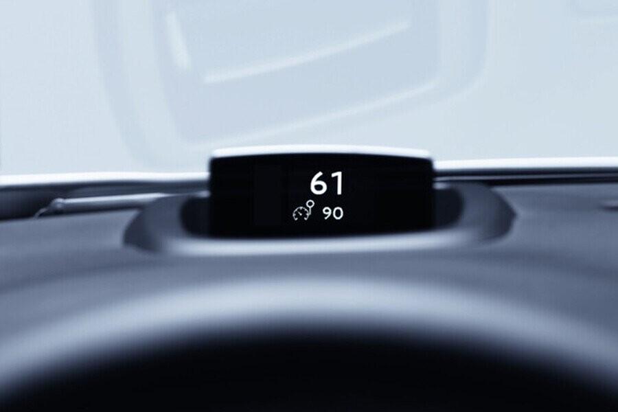 Màn hình HUD được đặt tại vị trí trong tầm nhìn nhằm hỗ trợ người lái