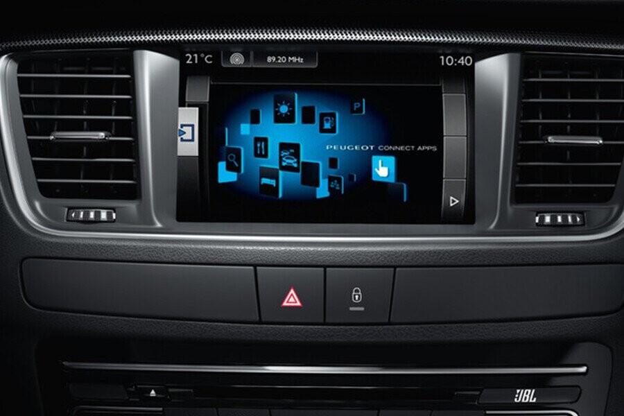 Màn hình cảm ứng LCD với chức năng giải trí MP3, Radio, kết nối AUX, USB, IPOD, Bluetooth & 10 loa JBJ