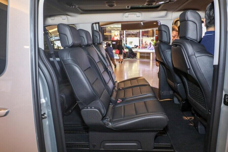 Thiết kế hai hàng ghế phía sau rộng rãi