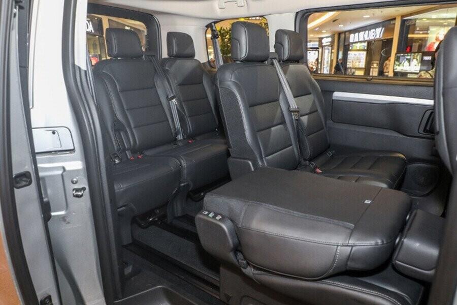 hàng ghế sau thật linh hoạt trong những chuyến đi xa