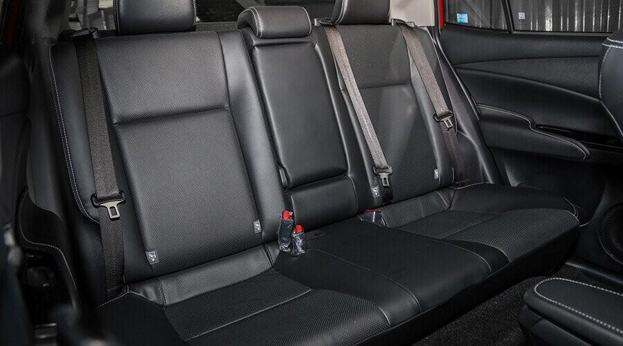 Hàng sau ghế sau rộng rãi
