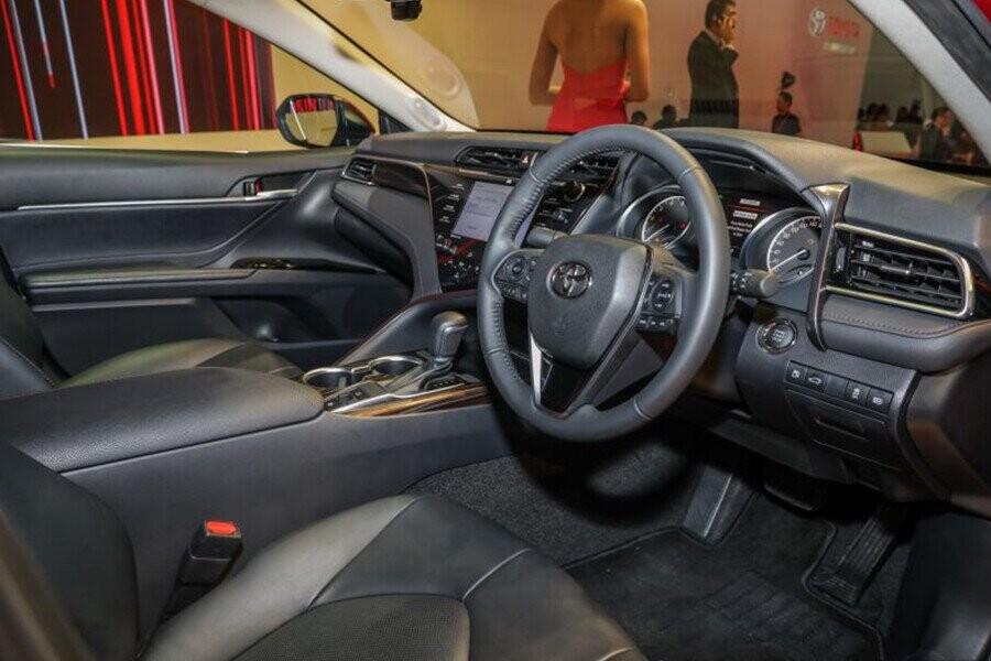 Ngoại thất Toyota Camry - Hình 3