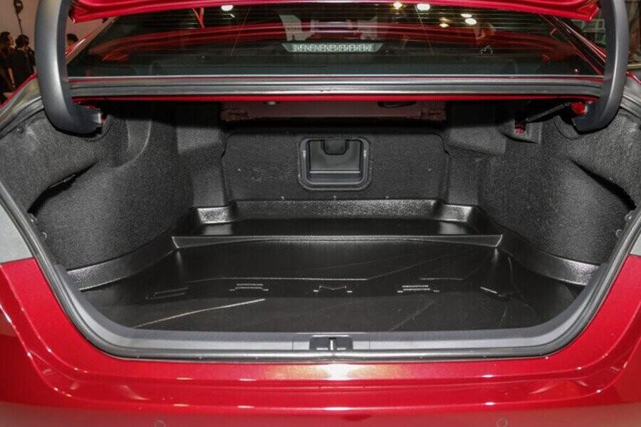 Ngoại thất Toyota Camry - Hình 12