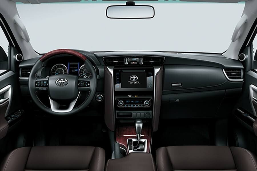 Nội thất Toyota Fortuner 2018 2.4 4x2 AT - Hình 1