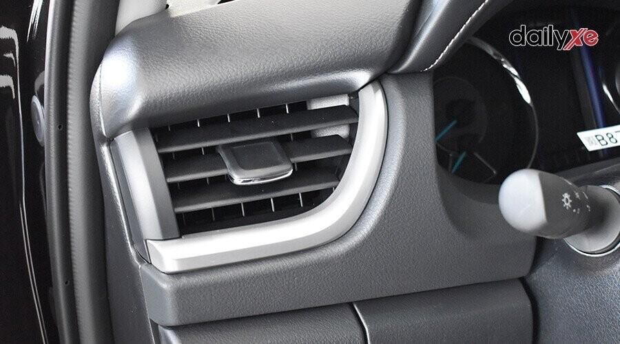 Cửa gió điều hòa ghế lái