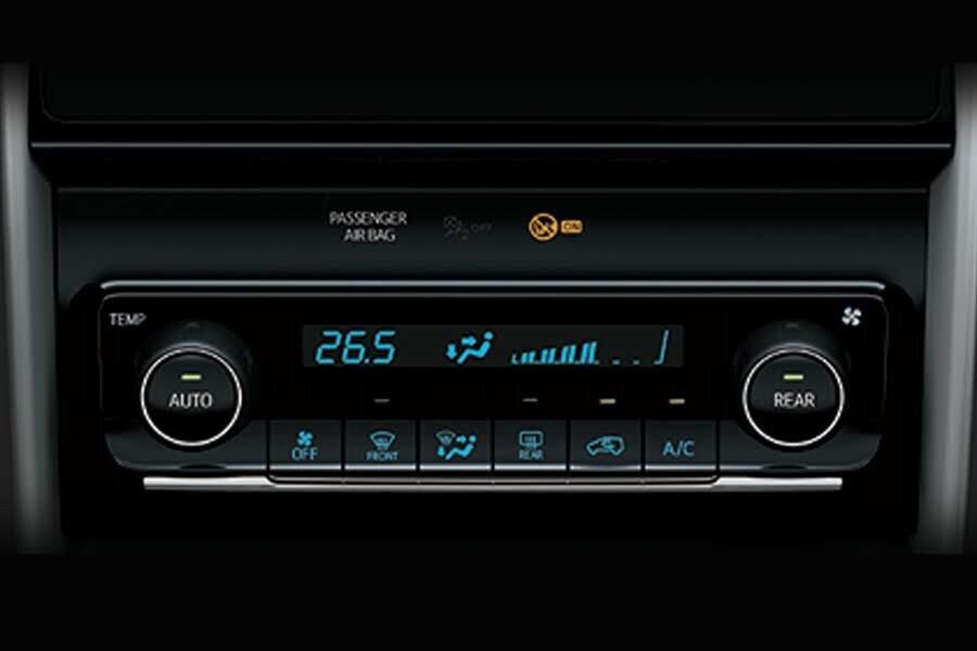 Nội thất Toyota Fortuner 2.8V 4x4 - Hình 7