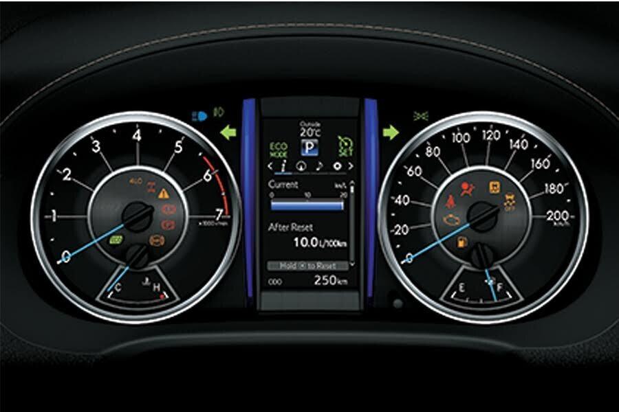 Nội thất Toyota Fortuner 2018 2.4 4x2 AT - Hình 9