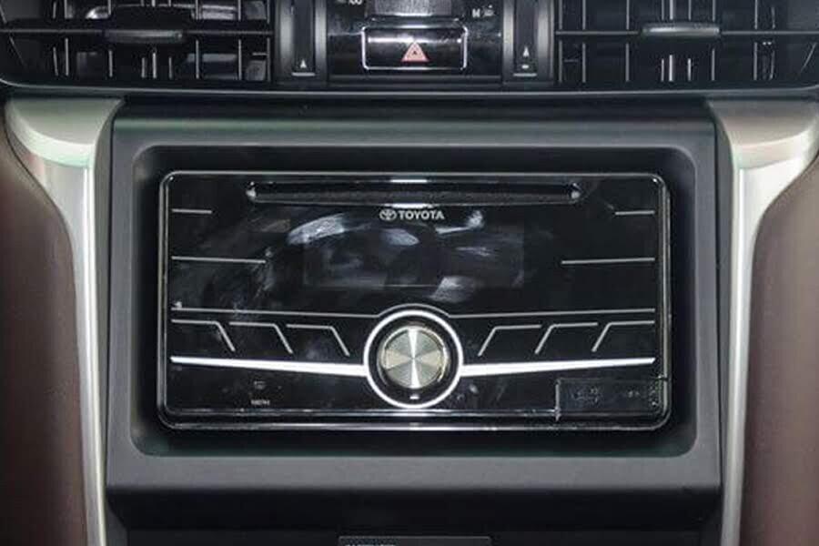 Nội thất Toyota Fortuner 2.4G 4x2 MT - Hình 5