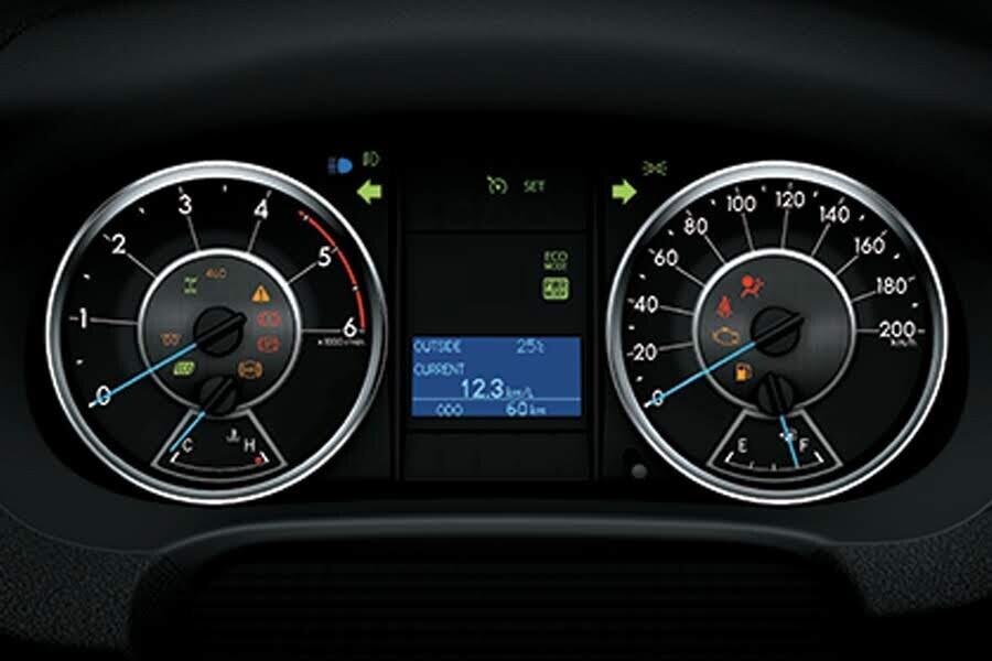 Nội thất Toyota Fortuner 2.4G 4x2 MT - Hình 6