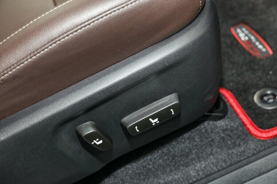 Ghế ngồi tích hợp chỉnh điện