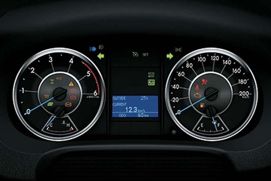 Nội thất Toyota Toyota Fortuner 2.8V 4x4 - Hình 2