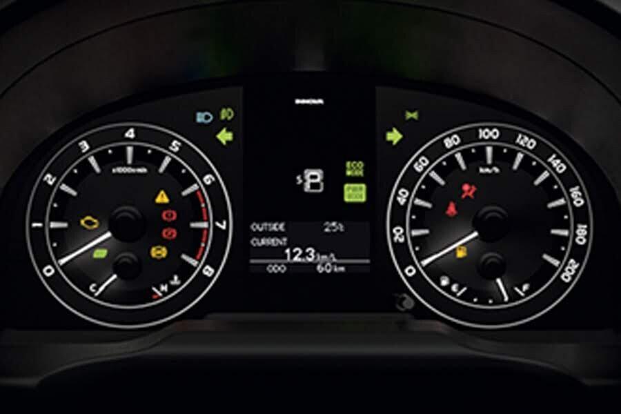 Nội thất Toyota Innova 2018 2.0E - Hình 3
