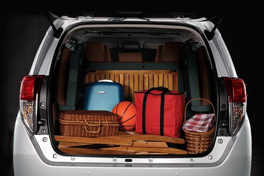 Nội thất Toyota Innova 2018 2.0V - Hình 16