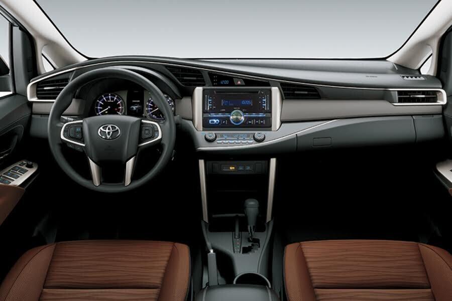 Nội thất Toyota Innova 2018 2.0G - Hình 1