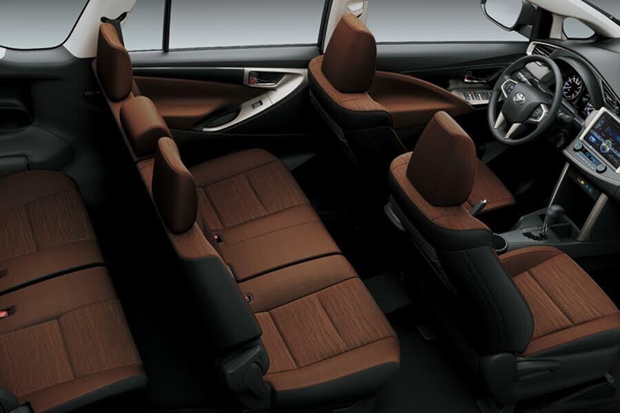Nội thất Toyota Innova 2018 2.0G - Hình 2