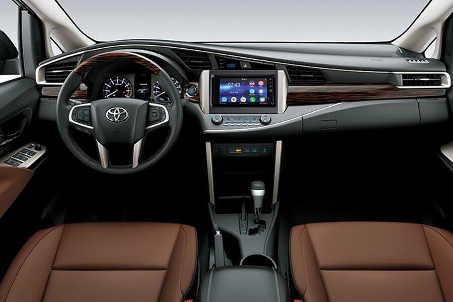 Nội thất Toyota Innova 2018 2.0V - Hình 1