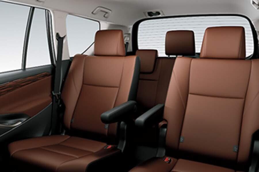Nội thất Toyota Innova 2018 2.0V - Hình 2