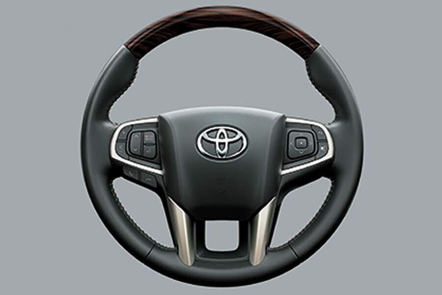 Nội thất Toyota Innova 2018 2.0V - Hình 3