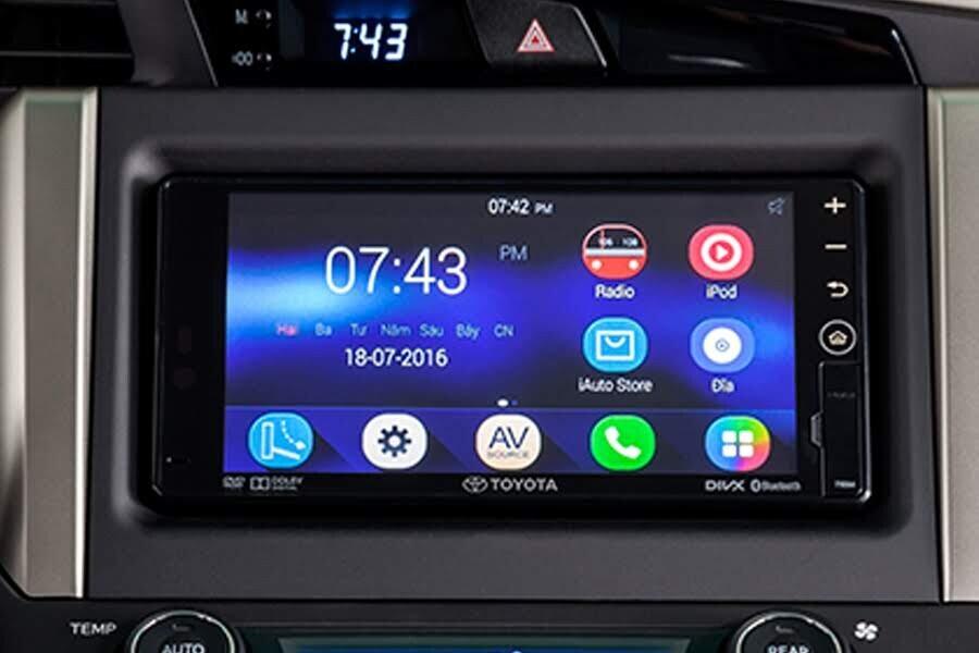 Nội thất Toyota Innova 2018 2.0V - Hình 8