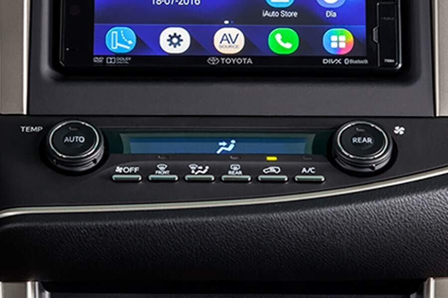 Nội thất Toyota Innova 2018 2.0V - Hình 9