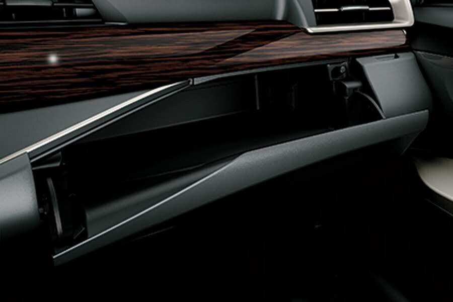 Nội thất Toyota Innova Venturer - Hình 7