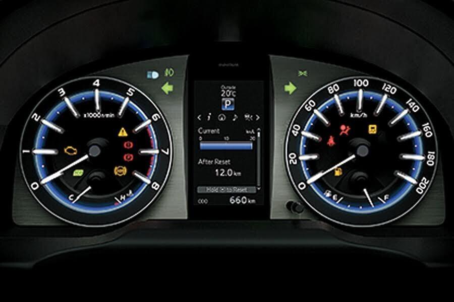 Nội thất Toyota Innova Venturer - Hình 3