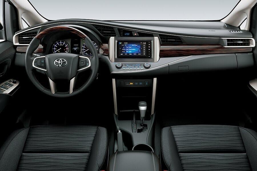 Nội thất Toyota Innova Venturer - Hình 1