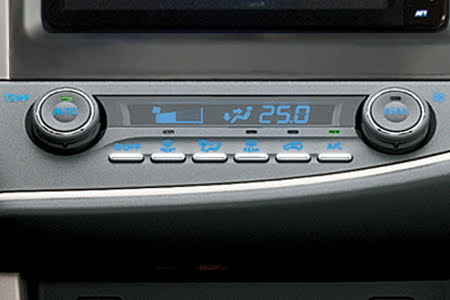 Nội thất Toyota Innova Venturer - Hình 12