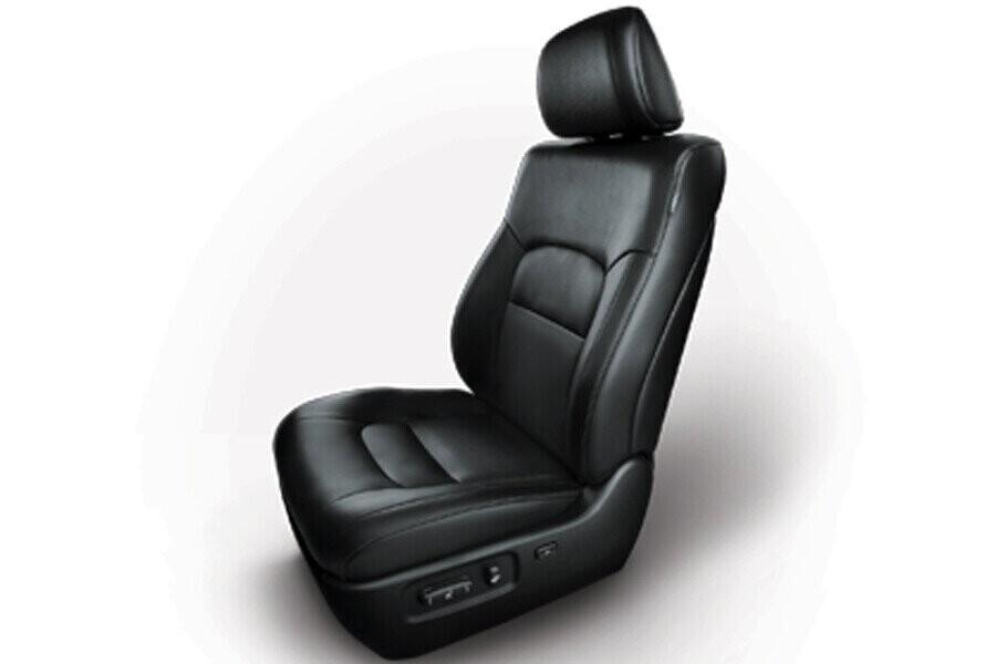 Nội thất Toyota Land Cruiser - Hình 2