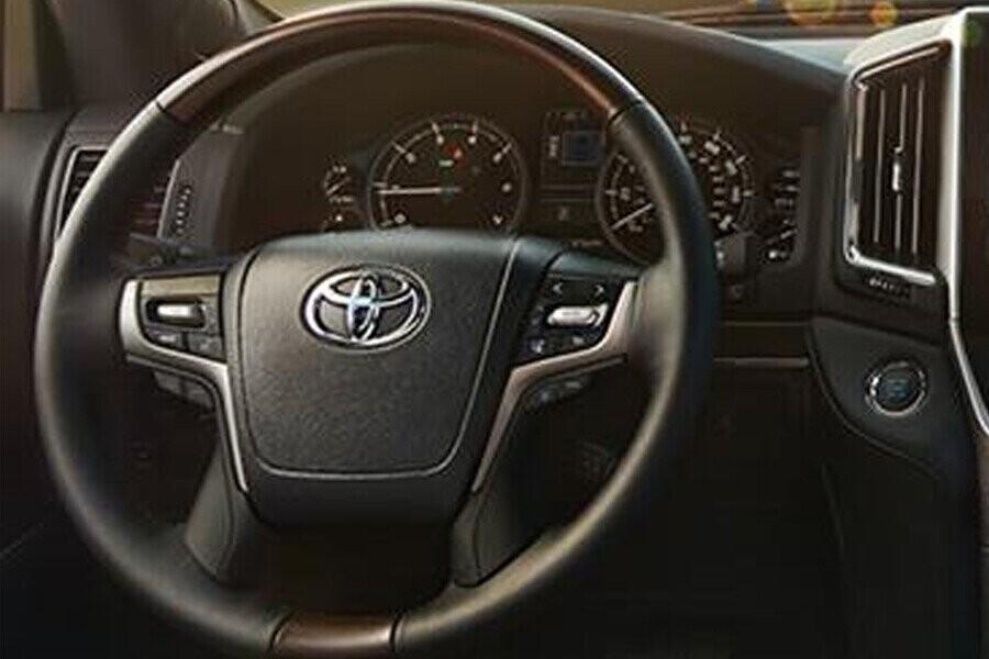 Nội thất Toyota Land Cruiser - Hình 3